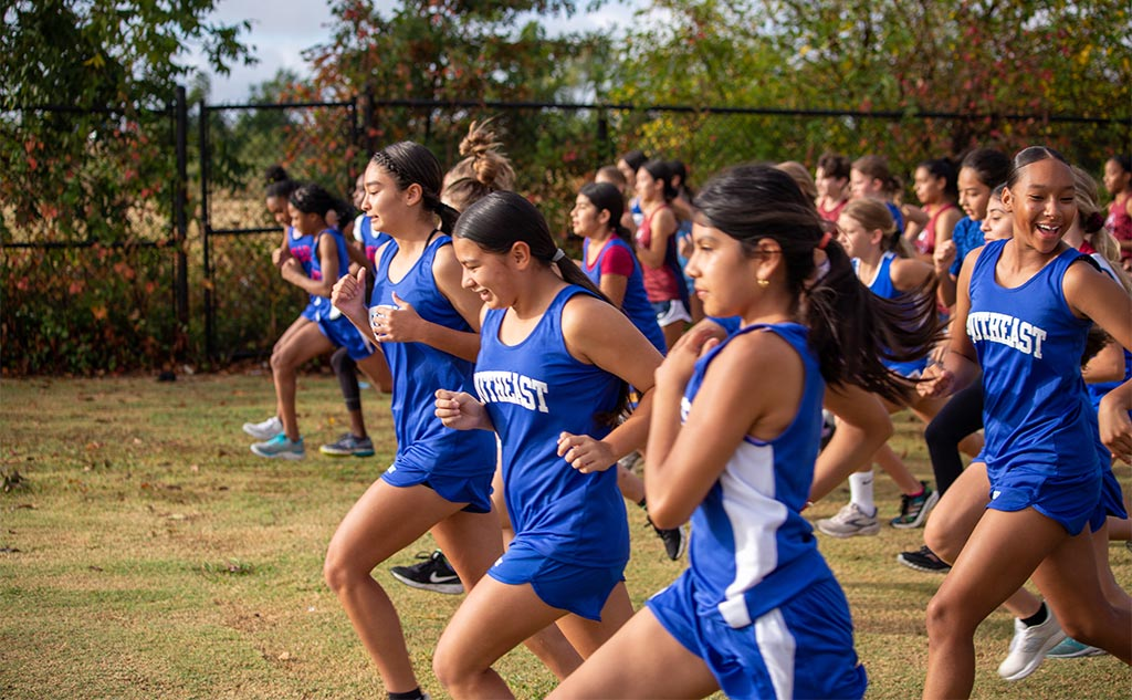 Fields & Futures Simon Greiner Program All-City Athletic Conference Middle School Cross Country Championship blog post feature image of OKCPS middle school girls racing